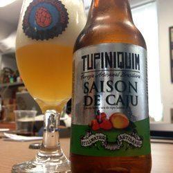 Cervejas-para-tomar-no-feriado-Tupiniquim-Saison-de-Caju